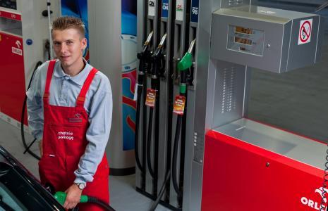 Nowe przepisy wymagają zmodernizowania zbiorników na paliwo. Z danych Urzędu Dozoru Technicznego wynika, że obecnie tylko ok. 56 proc. zbiorników na paliwa ciekłe spełnia wymagania.