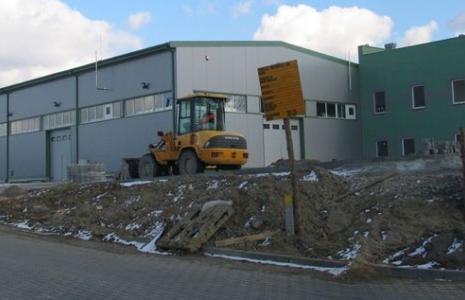 Jedna z hal, w której Pilkington Automotive Poland w maju ruszy w Chmielowie z produkcją szyb samochodowych.