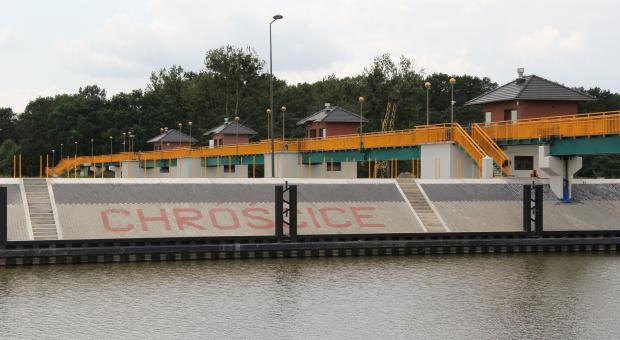 Pod Opolem znajduje się tzw. stopień wodny, jeden z 16 na opolskim odcinku Odry. Jeszcze kilka lat temu spędzał sen z powiek osobom zajmującym się żeglugą oraz zabezpieczeniami przeciwpowodziowymi.