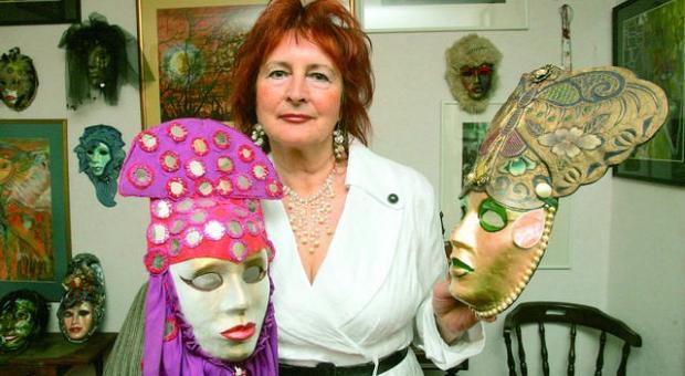 Weneckie maski Kornelii Jurkowieckiej ozdabiają ściany jej salonu. Proces ich tworzenia jest bardzo żmudny. Jedna powstaje około tygodnia.