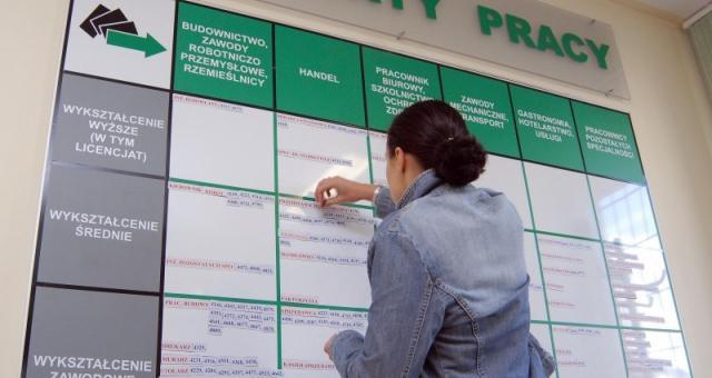Legalne zatrudnienie Ukraińca załatwisz w urzedzie pracy.