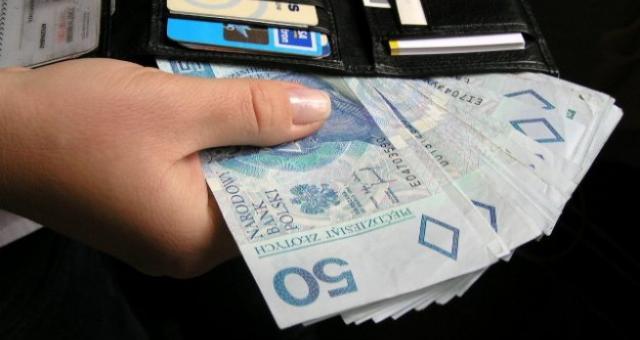 Ile płacą w Bieronce? Więcej niż wynosi minimalna pensja w kraju