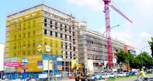 Spółka znana jest w kraju i na rynkach zagranicznych z wykonawstwa budownictwa inżynieryjnego (obiekty ochrony środowiska) oraz kubaturowego i przemysłowego.