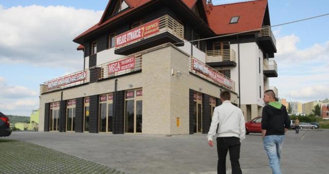 Kielecki sklep z tanią odzieżą sieci Magamarket Odzieżowy to dziesiąta tego typu placówka w Polsce. fot. D. Łukasik