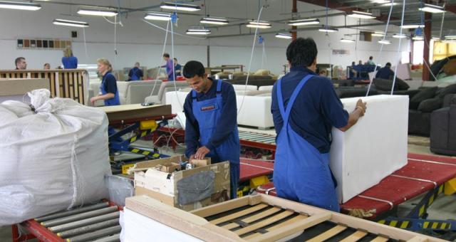 W fabryce IMS Sofa pracują 363 osoby, w tym kilkadziesiąt z Indii, Nepalu i Korei.