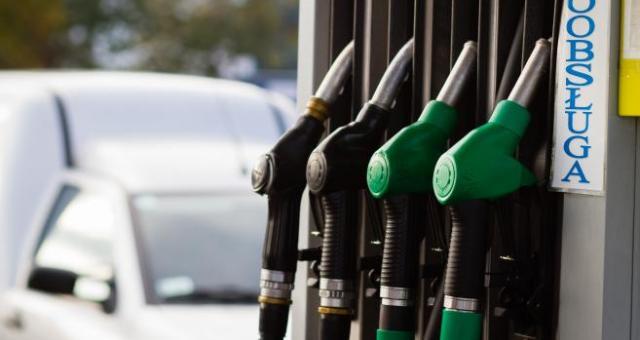 E.Leclerc, Tesco czy Auchan uruchomiły już swoje punkty sprzedaży paliw.