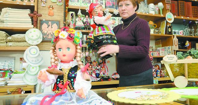 - VAT na rękodzieła 2013 uderzy w zyski sklepów i producentów - Barbara Gierszal, kierowniczka cepelii w Bydgoszczy.