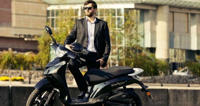 Małymi motocyklami, kierowca samochodu osobowego może poruszać się bez dodatkowych uprawnień, dlatego ich sprzedaż gwałtownie wzrosła. Na zdjęciu Romet Black City 125