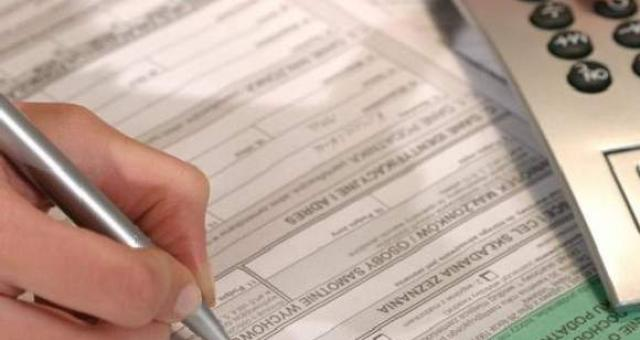 PIT za 2014 rok. Do kiedy małe firmy muszą przygotować papierowe deklaracje o zarobkach pracowników?