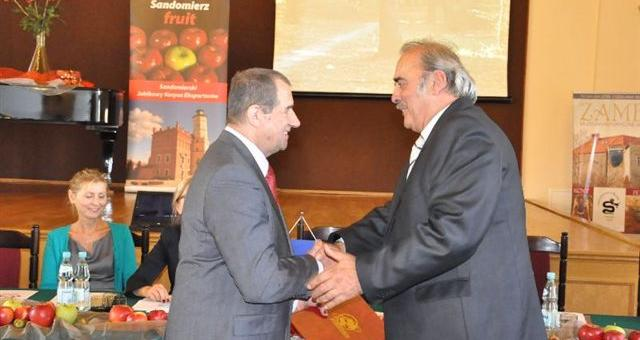 Starosta otrzymał tytuł Lidera Polskiego Eksportu. Dyplom wręczył Mieczysław Twaróg, prezes Stowarzyszenia Eksporterów Polskich.