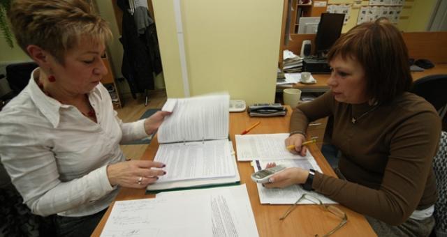 Anna Lewko (z lewej) i Magdalena Angulska podczas redakcyjnego dyżuru.