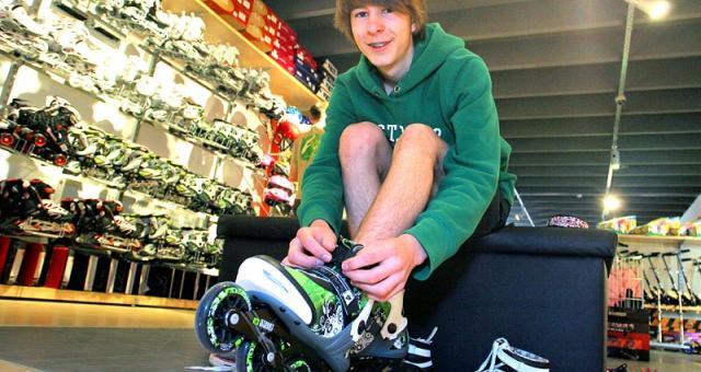 W nowym sklepie Rojaxu kupimy nie tylko rowery, ale także rolki, narty czy piłkę do nogi. Fot. Dariusz Danek