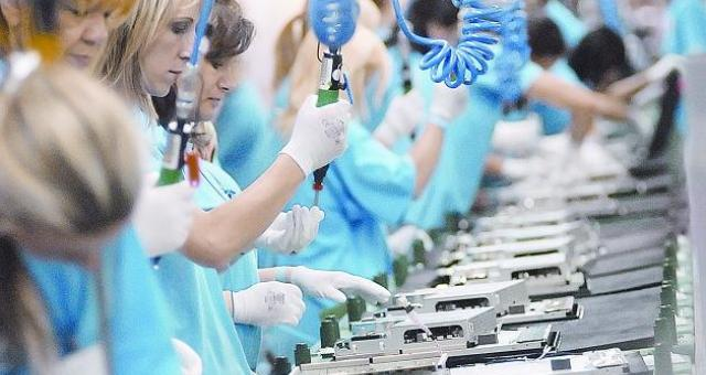 W tej chwili gorzowskie TPV, z którą nowy zakład będzie ściśle współpracował, zatrudnia na stałe 1,8 tys. ludzi. Dodatkowo przez agencję pracy tymczasowej zatrudnionych jest około 3 tys. osób (fot. Krzysztof Tomicz)