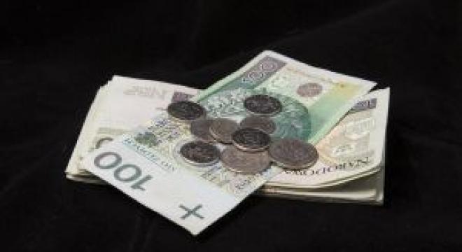 Zgodnie z obecnym prawem ZUS zmniejsza świadczenia renciście, który zarabia ponad 70 proc. średniej płacy. Ma się to zmienić. (fot. sxc)