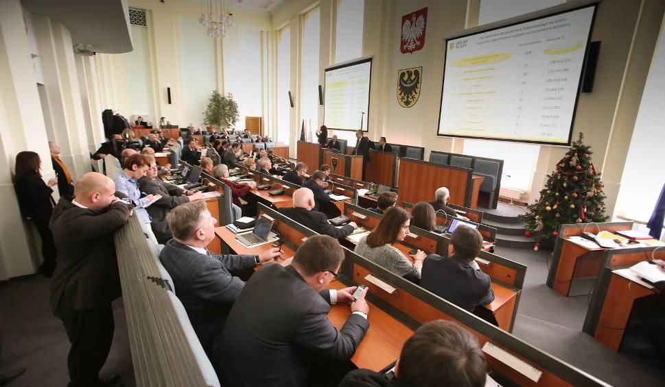 Film do artykułu: Kto przejmie władzę na Dolnym Śląsku? [NAJNOWSZY SONDAŻ]