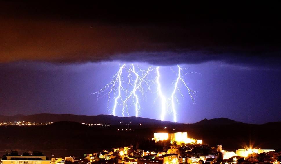 Film do artykułu: LUBUSKIE. Ostrzeżenie IMGW: 33-stopniowe upały, burze z gradem o wielkości 5 cm, ulewne deszcze do nawet 90 mm!