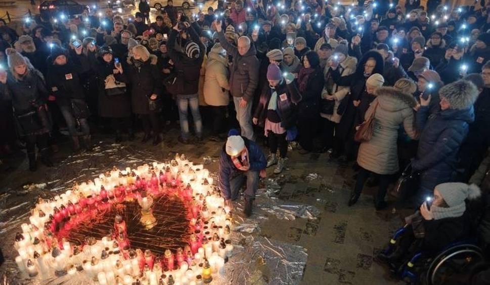 Film do artykułu: Pogrzeb prezydenta Gdańska. Mieszkańcy Lublina zbiorą się przed ratuszem, by uczcić pamięć Pawła Adamowicza