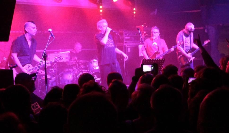 Film do artykułu: Kult w klubie Strefa G2 w Radomiu. Świetny koncert Kazika Staszewskiego i jego zespołu!