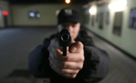 Oskarżony oddał pięć niekontrolowanych strzałów w kierunku policjantów