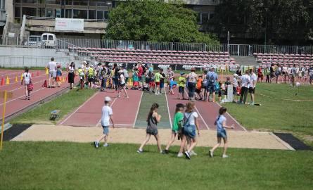 Alarmujące są liczby dotyczące dzieci i młodzieży, które niestety coraz rzadziej ten sport uprawiają.