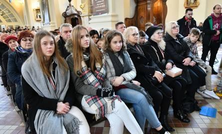 Księża salezjanie warszawskiej prowincji i siostry salezjanki, animatorzy i wolontariusze, przyjaciele, pracownicy i podopieczni Salezjańskiego Ośrodka