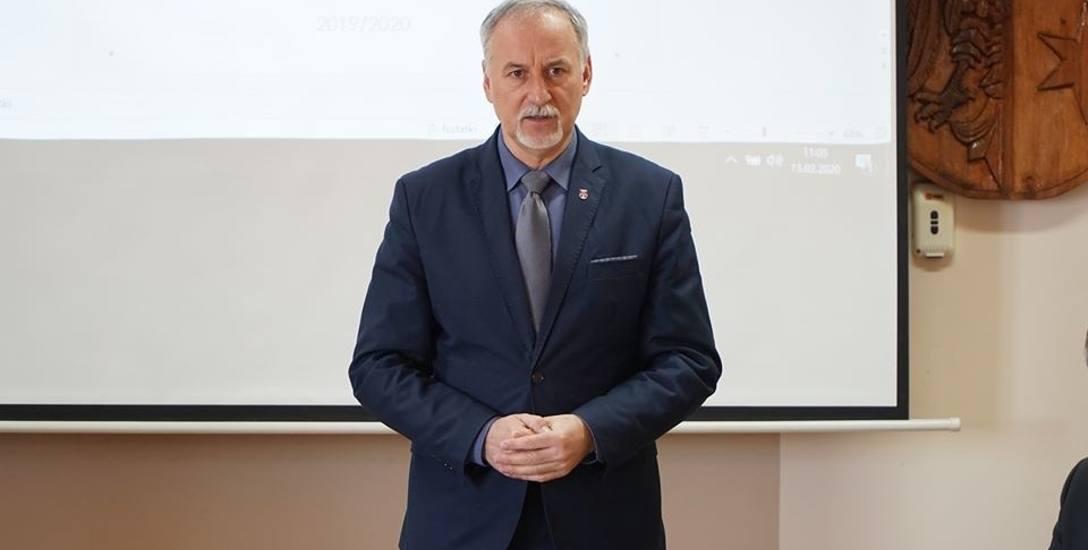 Starosta Bogusław Kierus tłumaczy także, że kwoty przeznaczane na profilaktykę prozdrowotną zabezpieczone w budżecie powiatu, to tylko część realnych