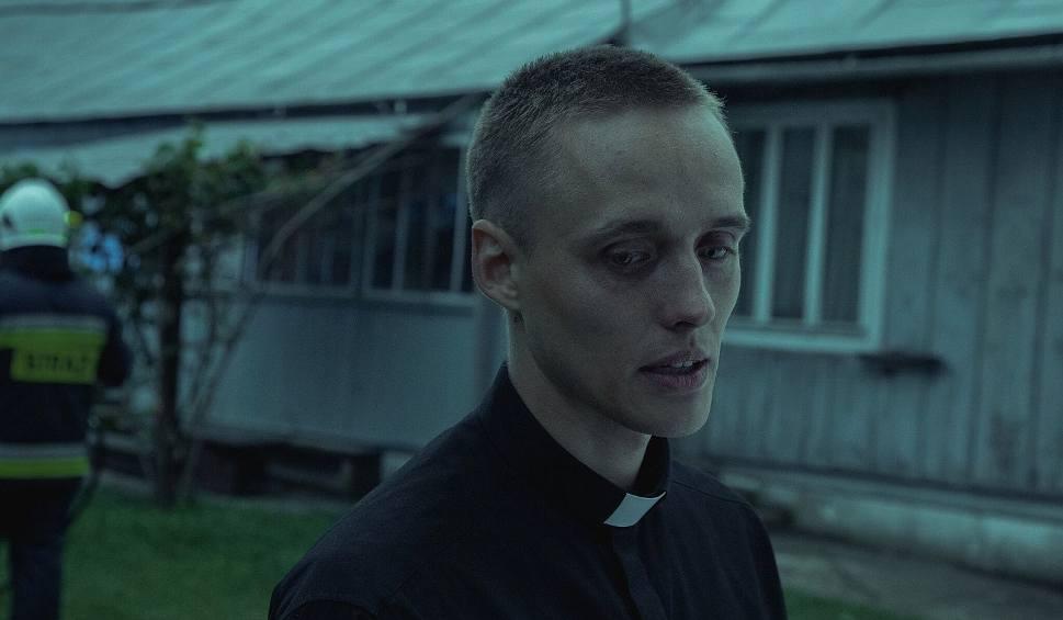 Film do artykułu: Boże Ciało zdobywa nagrody. Bartosz Bieleniaz Białegostoku gra główną rolę. Zaczynał od spektaklu Mały Książę (zdjęcia)