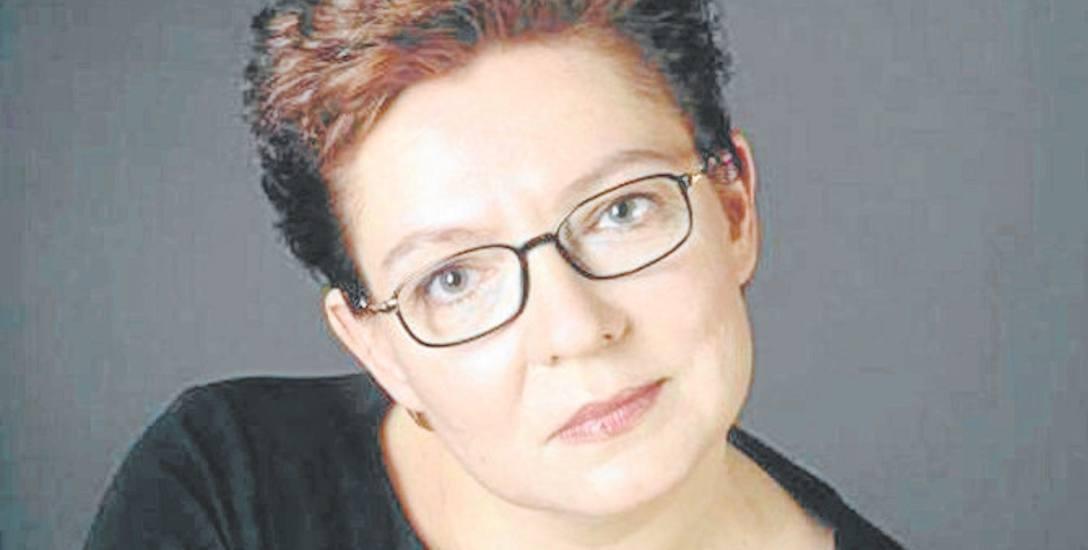 Urodziła się w Nowym Sączu. Pracę zaczęła w radiu. Przez lata prezentowała informacje w Panoramie TVP i w Dwójce