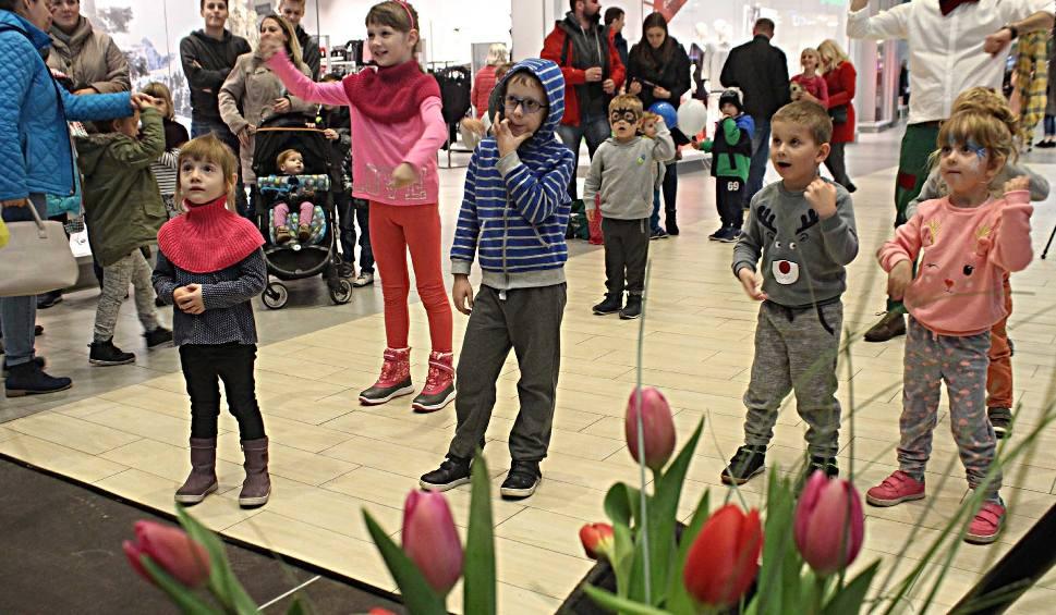 Film do artykułu: Pierwsze urodziny Skende Shopping w Lublinie. Konkursy, loteria i tort czekały na klientów (ZDJĘCIA)