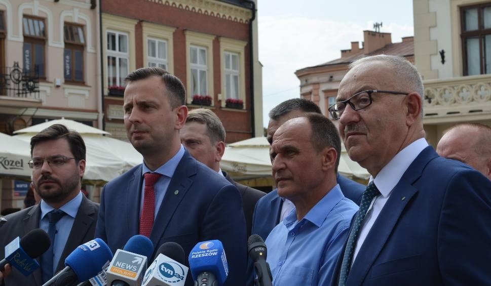 Film do artykułu: Władysław Kosiniak-Kamysz, prezes PSL na konferencji w Rzeszowie: To nie politycy dają 500+ tylko przedsiębiorcy [WIDEO]