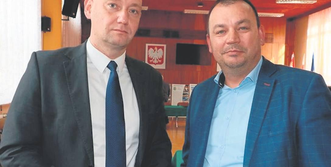 Radny Robert Krzych (z lewej) ujawni protokół za kilka dni. Prezes Kamil Jakubowski (z prawej) jest spokojny o wyniki