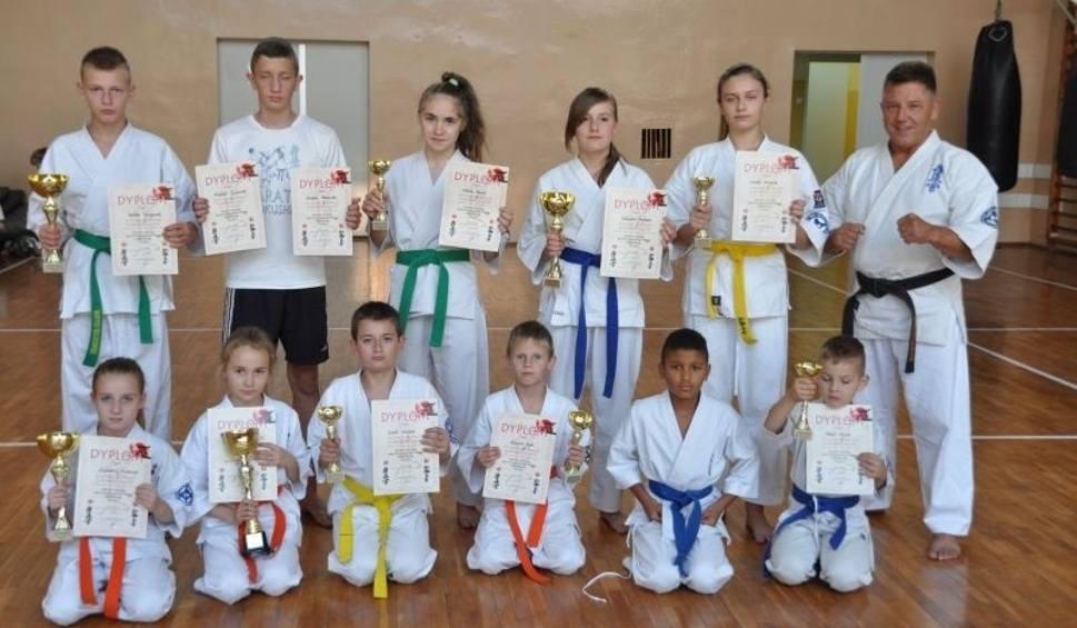 Film do artykułu: Trzynaście medali skarżyskich karateków. Kolejny cel - Mistrzostwa Europy (WIDEO)