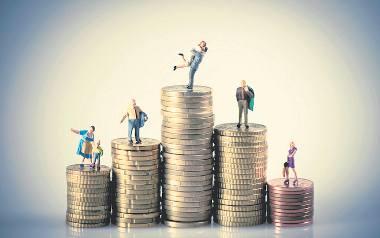 Wzrost wynagrodzeń byłby bardziej odczuwalny, gdyby nie podatkowe i składkowe obciążenia płac - zauważają eksperci