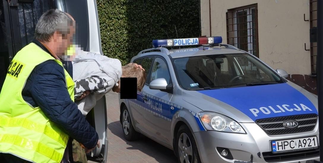 25-letni Radosław K. z Rypina, który pobił syna konkubiny, trafił na 3 miesiące do aresztu. Prokuratura zarzuciła mu, że znęcał się nad dzieckiem kilka