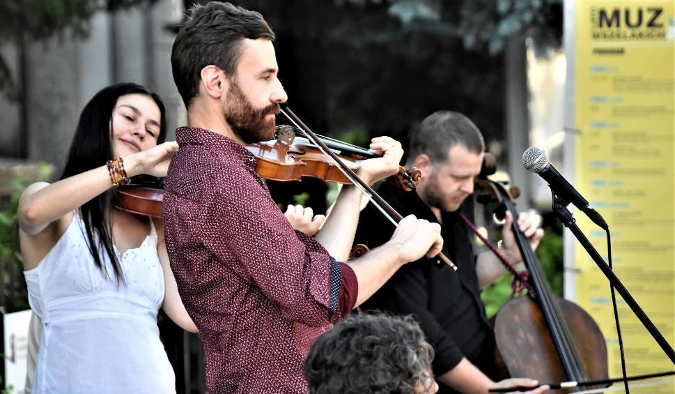 Film do artykułu: Lato Muz Wszelakich - Zielona Góra 2019: weselną muzykę na żydowską nutę zagrała Kapela Niwińskich. Przybyły tłumy!