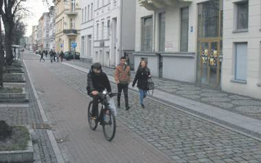 Ul. Wojska Polskiego w zrewitalizowanej części, która stanowi ok. jednej czwartej całości zabudowy.