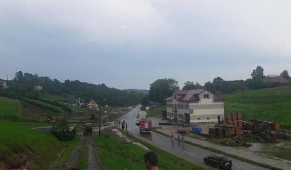 Film do artykułu: Podkarpaccy strażacy 40 razy wyjeżdżali wczoraj do wezwań związanych z przejściem frontu burzowego