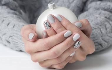 Czy to już pora na świąteczne paznokcie? Jak najbardziej, w końcu mikołajki tuż-tuż! Zobacz piękne zdobienia świąteczne na paznokcie, zainspiruj się