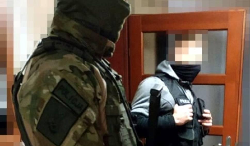 """Film do artykułu: Przestępcza grupa """"Ziela"""" rozbita - zatrzymano 13 osób. Handlowali narkotykami, anabolikami, tytoniem i alkoholem [ZDJĘCIA, WIDEO]"""