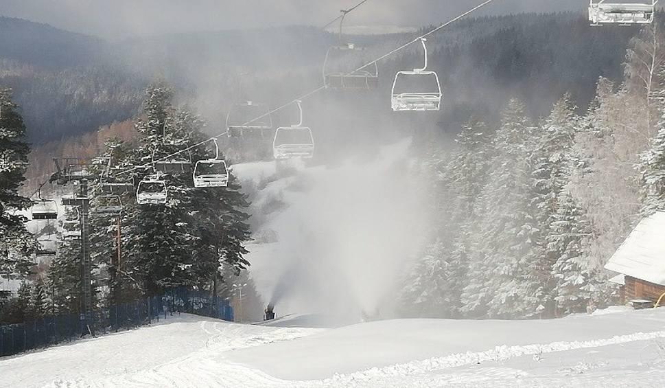 Film do artykułu: Dwie Doliny Muszyna-Wierchomla szykują się na narciarzy. Trwa śnieżenie