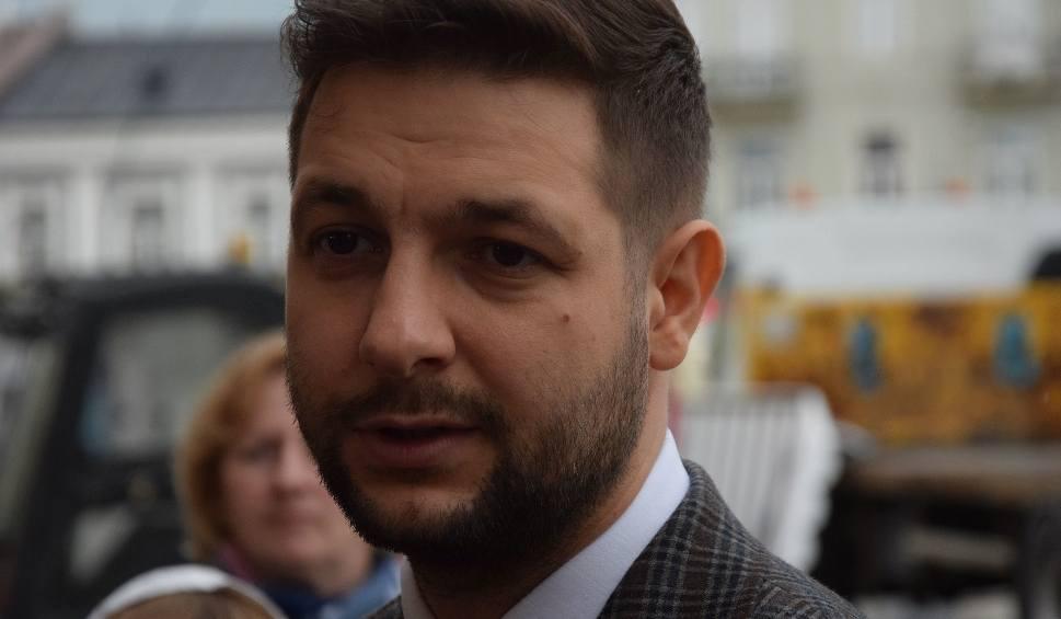 Film do artykułu: Patryk Jaki w Kielcach: Zero tolerancji dla sprawcy ataku na policjanta w Busku-Zdroju (WIDEO)