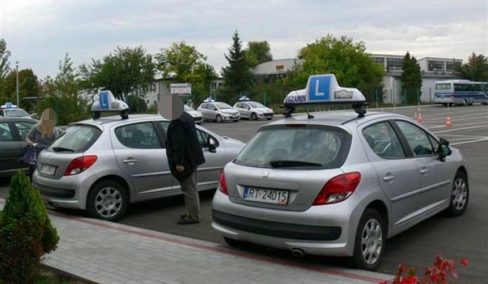 Film do artykułu: Policja zatrzymała czterech egzaminatorów Wojewódzkiego Ośrodka Ruchu Drogowego w Tarnobrzegu