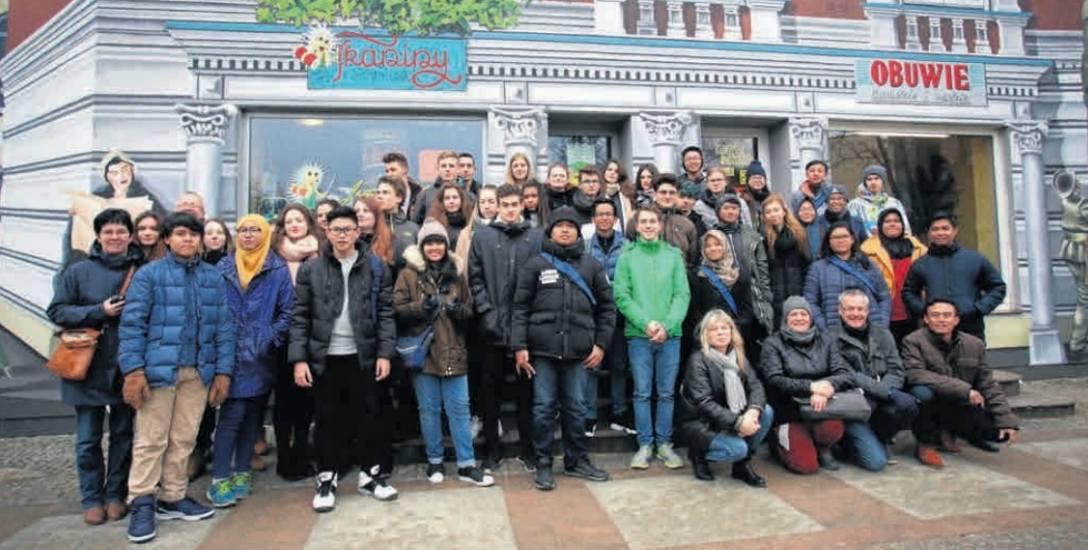 """Wizyta młodych Niemców i Indonezyjczyków była efektem projektu """"Pomysł na brak pomysłu - porozmawiajmy po niemiecku"""""""