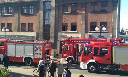 18 osób zostało ewakuowanych w jednym z bloków przy ul. Floriańskiej w Krotoszynie. Przyczyną był... pożar wózka dziecięcego. Czworo dzieci zostało zabranych