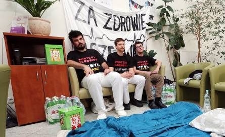 Siedmiu lekarzy w Szczecinie zaczęło protest głodowy