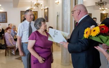 Specjalne gratulacje dla diamentowej pary trafiły do państwa Przybylskich poprzez Ryszarda Guzika, wójta gminy Gorlice. Byli oni jedną z czterech par