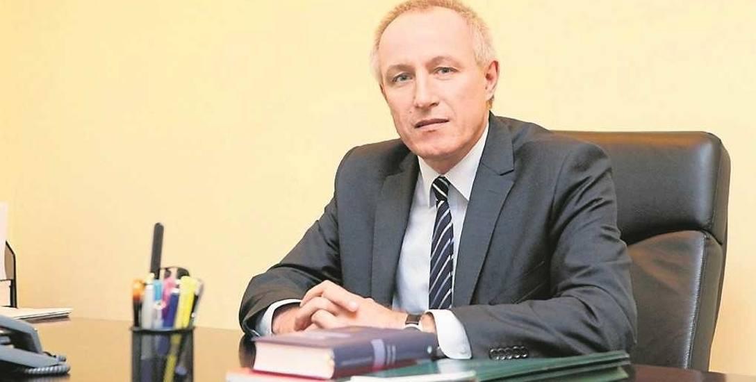 Sędzia Maciej Żelazowski jest karnistą. Wydawał wyroki w wielu głośnych sprawach. M.in. skazał na 25 lat więzienia zabójców i gwałcicieli 16-letniej
