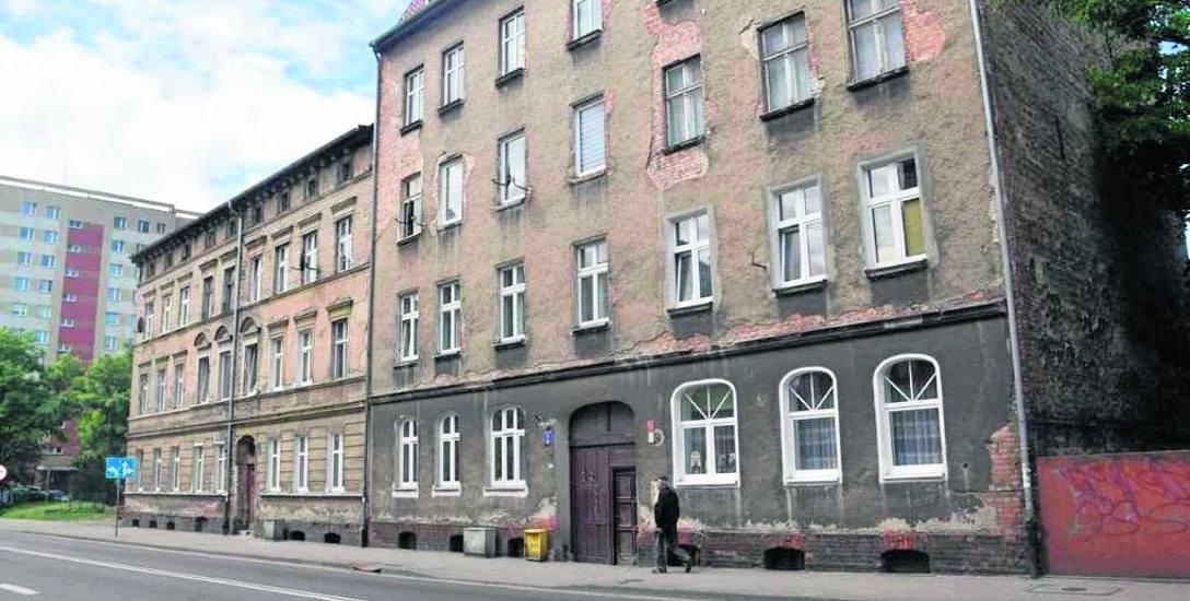 Kamienice przy ulicy Konopnickiej 2 i 3 w ramach dotacji doczekają się wkrótce rewitalizacji. Takich starych budynków jest w mieście jeszcze sporo. Będą