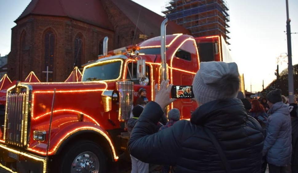 Film do artykułu: Świąteczne ciężarówki Coca-Coli 2018 niebawem wyruszą w trasę. Sprawdź, gdzie przyjadą [MIASTA, DATY]