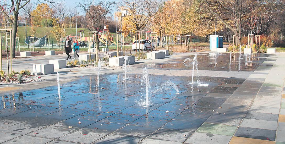 W części A Parku Hallera pojawiła się nowa atrakcja, skoczki wodne. Obok placu zabaw zamontowane zostały dwie zjeżdżalnie